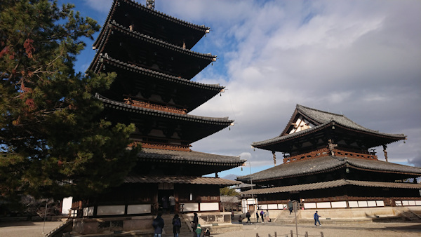 初詣の法隆寺