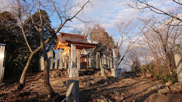 山頂の「本宮」
