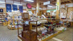 三重 「木つつ木館」売店