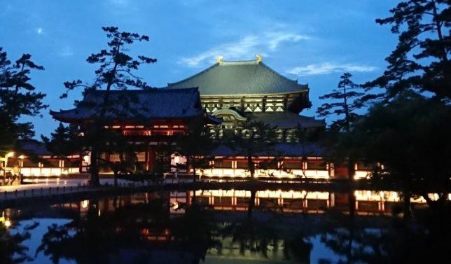 奈良 夜の東大寺大仏殿