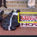 「死体袋」の横の「エミリー・マーフィー氏」の名前