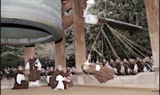 京都 知恩院での除夜の鐘の試し突き